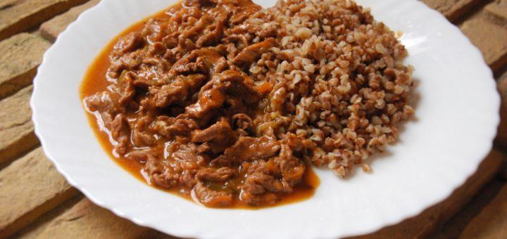 Мягкая говядина без лука с солеными огурцами