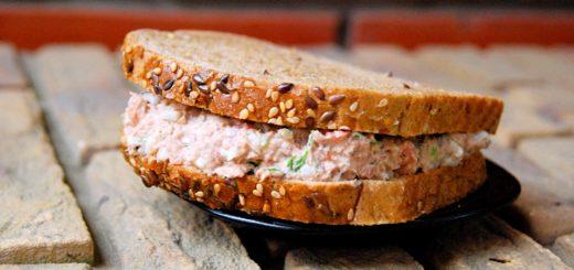 Классический американский сэндвич с тунцом