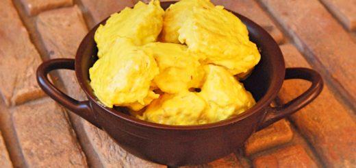 Куриные тефтели в желтом соусе из шафрана